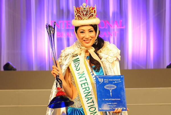 "Model Jepang Menangi Mahkota ""Miss International"""