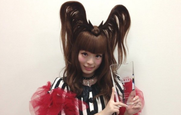 kyary_musicjacketaward-crop