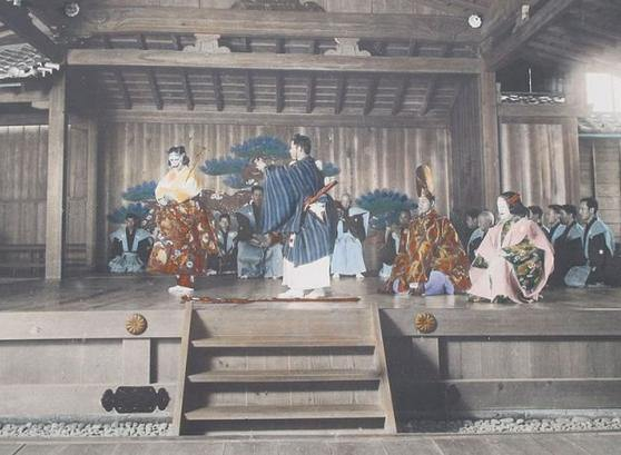 historical-japan-04-theatre