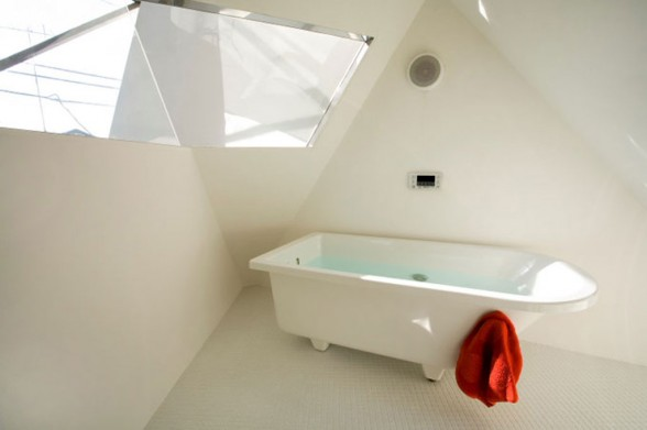 small-japanese-houses-bathroom-interiors