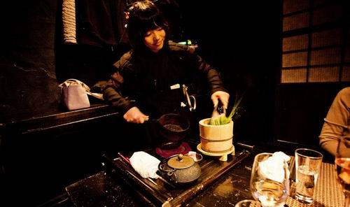 weird-themed-restaurants-japan4