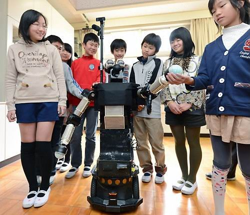 robovie-robot-elementary-school-japan