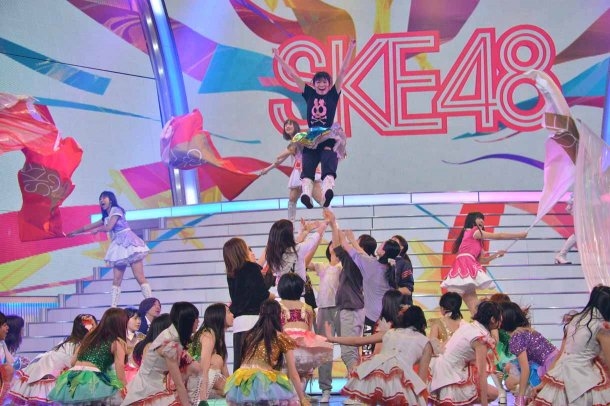 Behind-the-Scenes-at-SKE48s-Kohaku-Uta-Gassen-Rehearsal-15