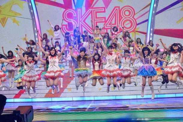 Behind-the-Scenes-at-SKE48s-Kohaku-Uta-Gassen-Rehearsal-9