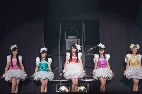Momoiro-Clover-Z-becomes-Twinkle5-in-Christmas-Drama-Tenshi-to-Jump-08