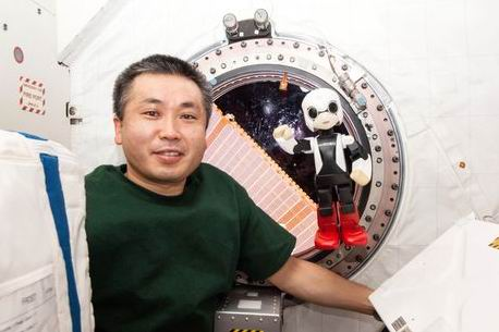 Robot Kirobo, dan Koichi Wakata di International Space Station (Disediakan oleh KIBO ROBOT PROJECT)