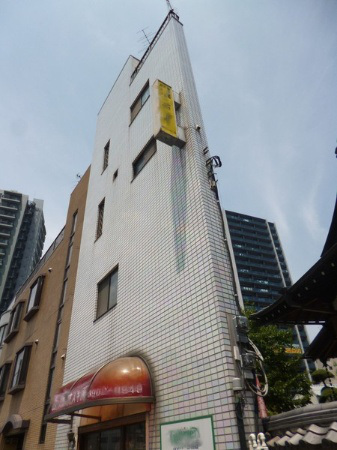 incredibly-narrow-house-up-for-sale-in-tokyo2