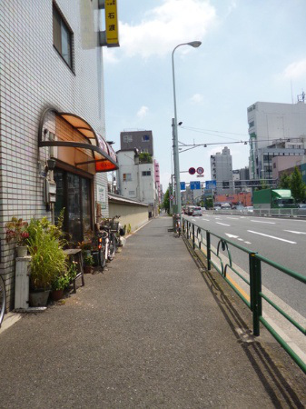 incredibly-narrow-house-up-for-sale-in-tokyo4