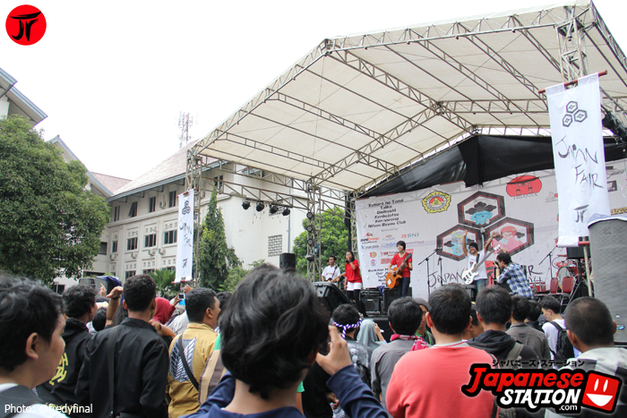 12 Band Perform