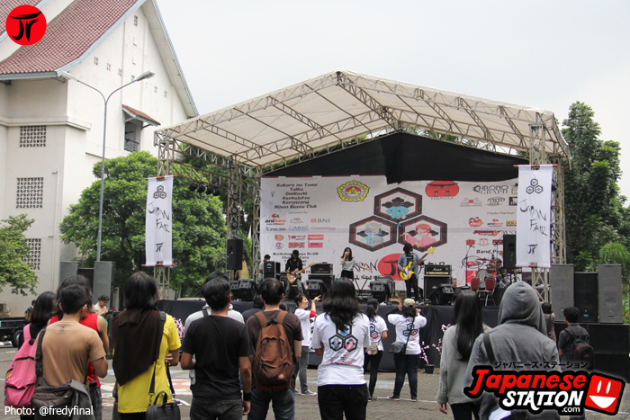 28 Band Perform