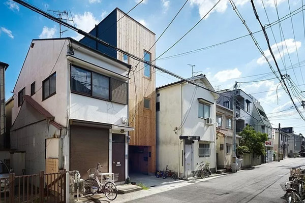 Architecture-narrowhouse-on-the-good-environment-with-wooden-wall-and-glass-window-and-specially-and-unique-type-house-so-cute-and-amazing-ideas