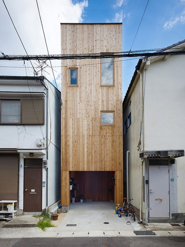 Unique-type-wooden-house-so-creative-and-crazy-ideas-wooden-house-viewed-by-backyard-with-simple-design-exteroir-with-garage-and-small-backyard-so-amazing