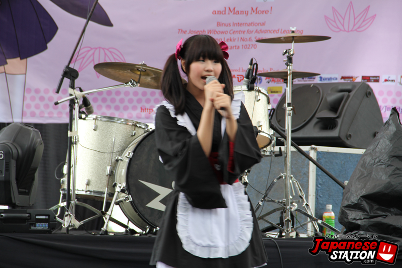 02 Kawaiian Maid Perform