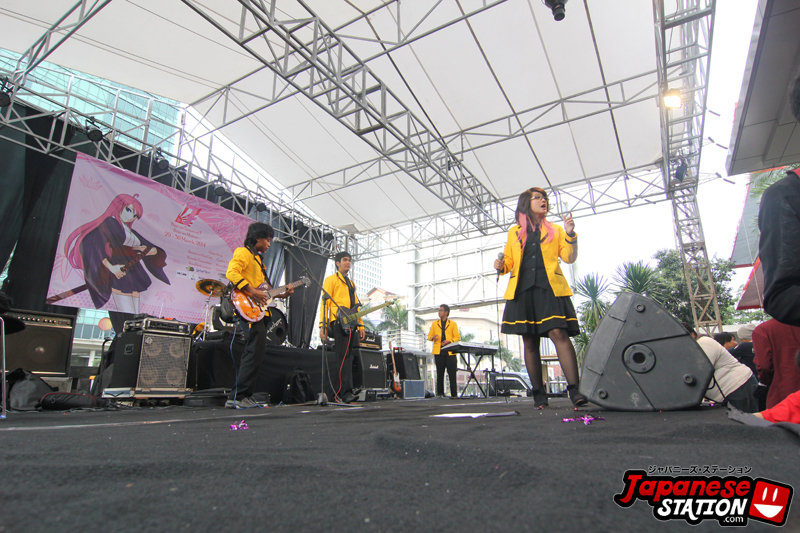 03 Band pembukaan acara - Black Papermoon perform