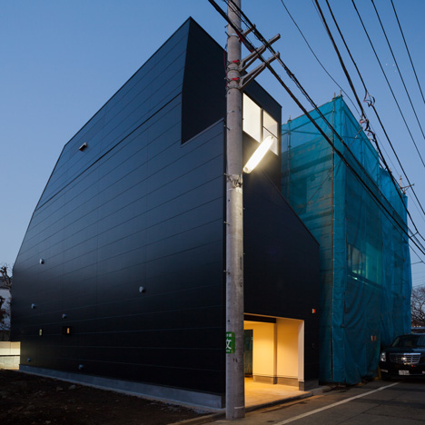House-in-Fukasawa-by-LEVEL-Architects (1)