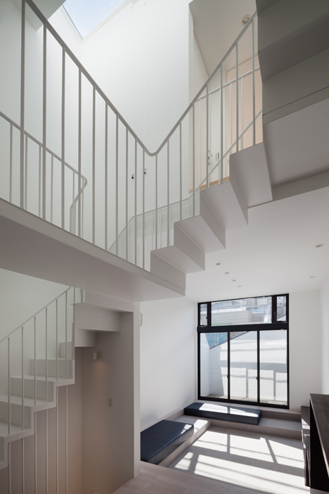 House-in-Fukasawa-by-LEVEL-Architects (2)