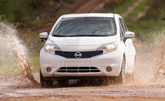 Nissan-Note-self-cleaning-car-03-626x382