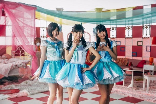mayu-watanabe-and-milk-planet-get-zombiefied-for-akb48s-sailor-zombie-2