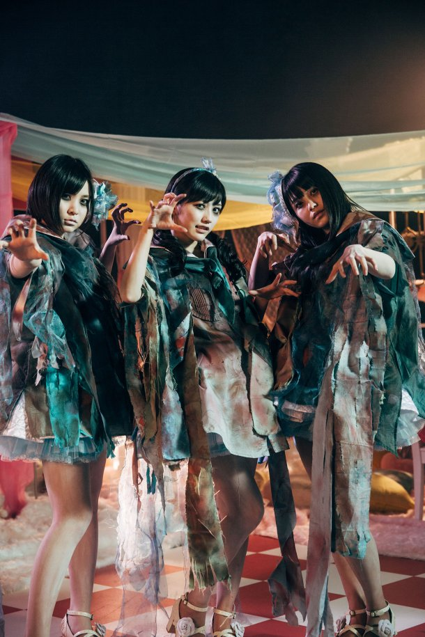 mayu-watanabe-and-milk-planet-get-zombiefied-for-akb48s-sailor-zombie-3