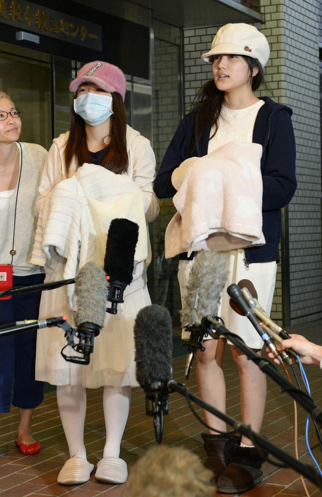 Rina-Kawaei-and-Anna-Iriyama-Discharged-from-Hospital-Following-Handshake-Event-Attack-3