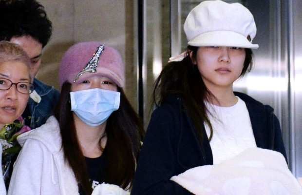 Rina-Kawaei-and-Anna-Iriyama-Discharged-from-Hospital-Following-Handshake-Event-Attack-620x400