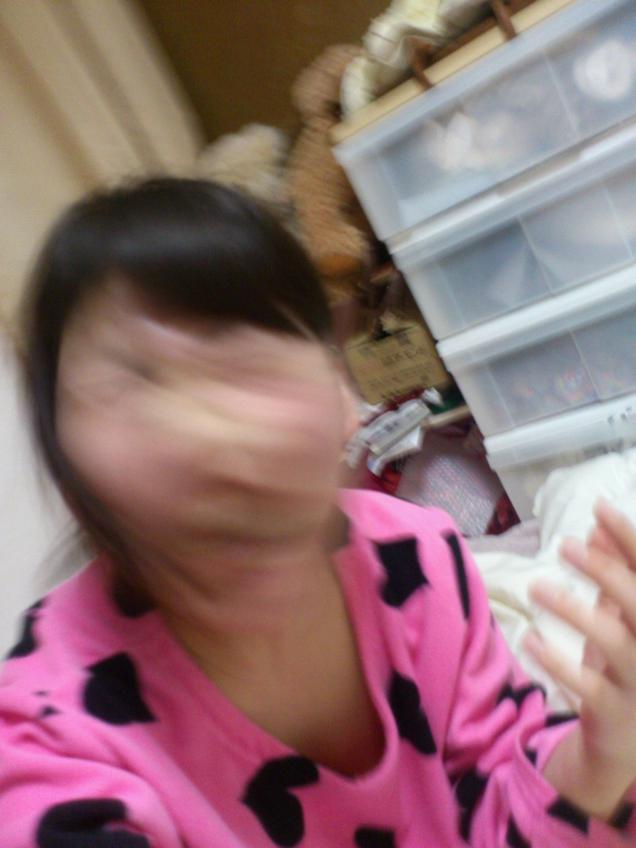 japanese head-shaking selfie 02