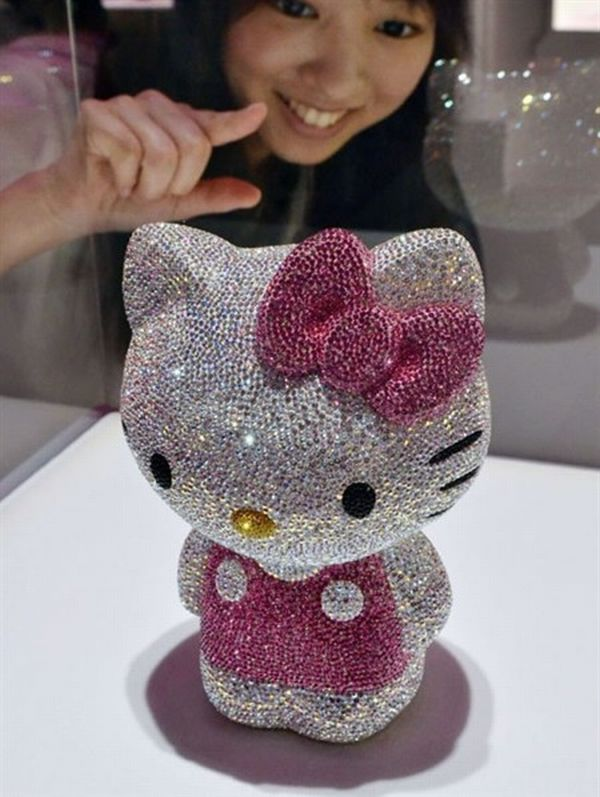 hello-kitty-expensive-items-01