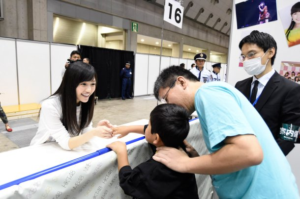 AKB48-Resumes-Handshake-Events-Increased-Security-01