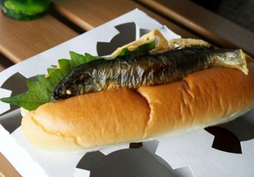 2b hot-dog-ikan-asin-1-rocketnews24com