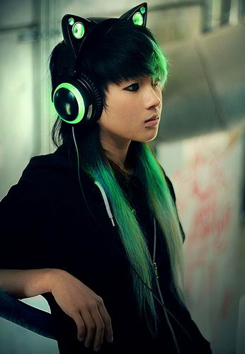 Cat-Ear-Headphones-That-Will-Turn-You-Into-A-Cat-3