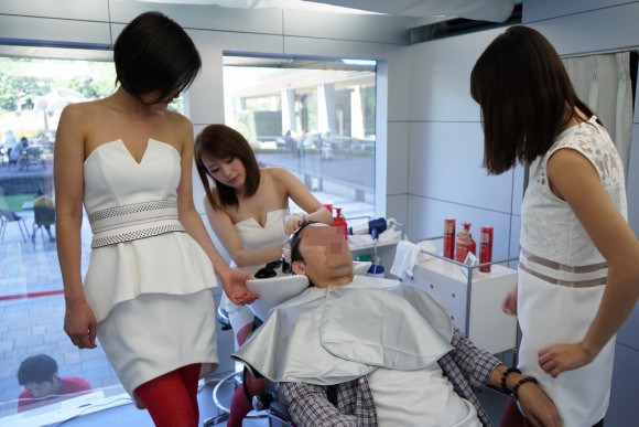 Japanese Models Wash Your Hair (4)
