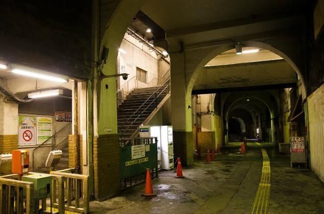 Japan's Scariest-Looking Train Stations (6)