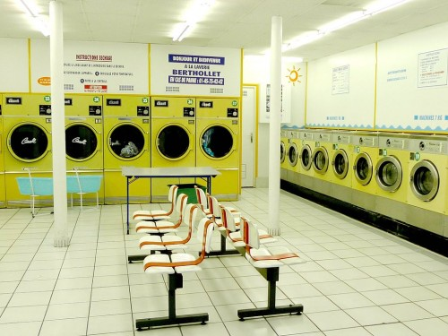 1d 1024px-Launderette_in_Paris._France