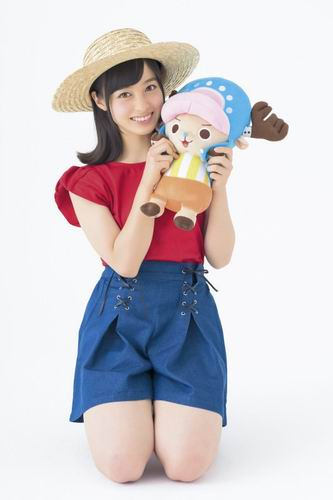Kanna Hashimoto (Rev. from DVL) ber-cosplay sebagai Luffy