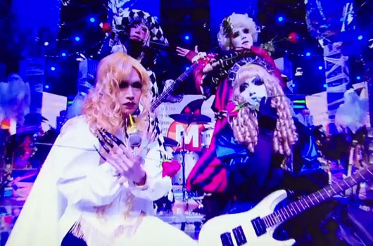 Golden Bomber tampil ala band visual kei tahun 90-an di acara khusus Music Station Halloween (2)