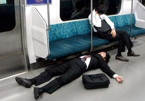 Drunk-Japanese-Salarymen-Failed-at-Getting-Home-0006