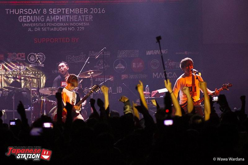 non-stop-moshing-four-get-me-a-nots-sukses-hentak-bandung-19