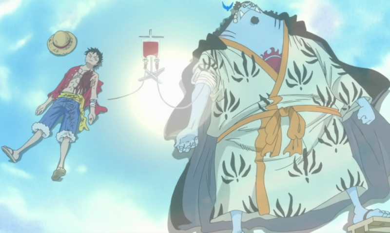 jinbe_donates_blood_to_luffy