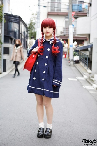 Foto: http://tokyofashion.com/sailor-coat-heart-handbag-loafers/