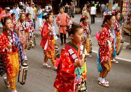 shichi go san japanese culture Shichi-go-san is a traditional rite of passage event in japan for children, specifically girls ages three and seven and boys the age of five.