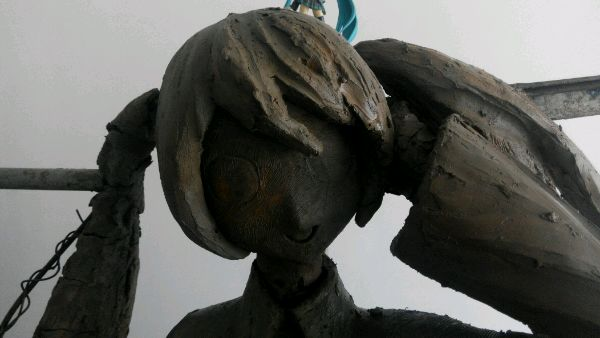 Hatsune Miku Statue Appears in China (2)