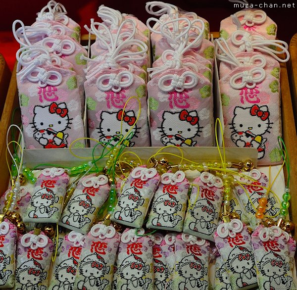 hello-kitty-lucky-charm