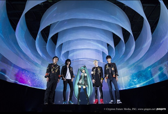 Miku dengan band Bump of Chicken